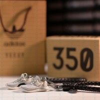 """Kicksmini Yeezy 350 Boost V1 """"Turtle Dove"""" 3D mini Sneaker Keychains with Box and Bag"""