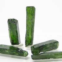 Emerald Green Chrome Diopside Gemstone Rough Jewelry Points 6.2  grams
