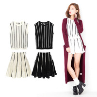 Two points of set pin-stripe pattern no sleeve knit tops flared skirt setup Lady's