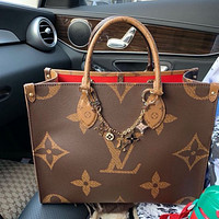 Louis Vuitton classic large-capacity handbag shopping bag large letter printing fashion ladies shoulder bag