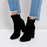 ASOS - ELABORATE - Bottines effet chaussettes coupe large at asos.com