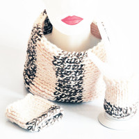 Chunky Hand Knit Infinity Scarf - Cuffs bracelet, Knitted beige scarf, Cowl, winter cowl, womens Accessory, Womens scarf, valentines