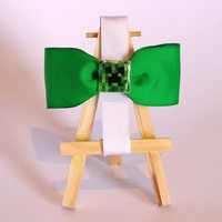 Minecraft Creeper Hair Bow!! Perfect touch for any hair-do and for young and old! Perfect for a gamer girl!