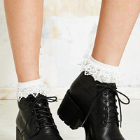 Lace Trim Ankle Socks in Cream - Urban Outfitters