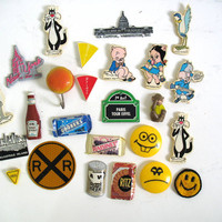 Vintage Lot of Kitchen Magnets for the Refrigerator / variety of Looney Toons, Food advertising and State Magnets