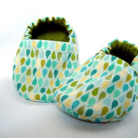 Baby Shoes Rain Drop Moss Green Flannel by theLittleBerryPatch