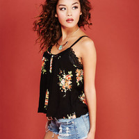 Crochet-Inset Floral Print Tank | Wet Seal