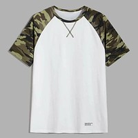 Fashion Casual Men Camo Raglan Sleeve Patched Detail Tee