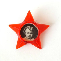 Rare Little Octobrist Badge 70s. Ruby-Coloured Five-Pointed Star Badge With Photo Of Vladimir Lenin In His Childhood. Vintage Plastic Badge.