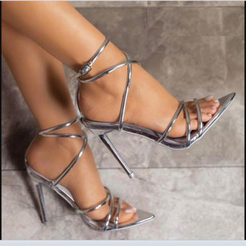 Summer women's shoes are hot sellers with sexy, high-heeled Roman sandals