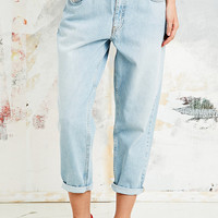 BDG Cropped Mom Jeans in Light Blue - Urban Outfitters