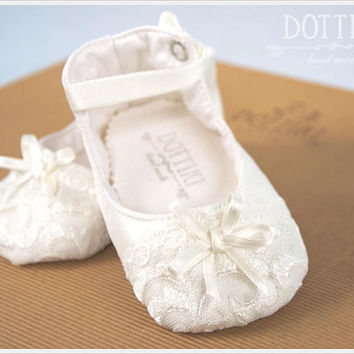 Christening Baby Booties , Mary Janes Silk  Shoes, Christening Shoes, Silk and Lace Booties, Toddler Girl Shoes, Personalised,  Ivory