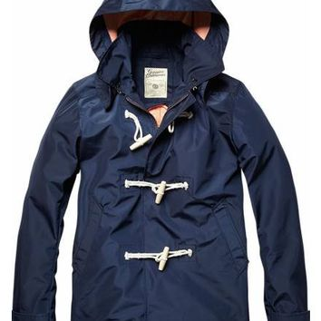Outdoor summer jacket with toggle closure
