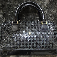 Vintage Bally enamel and lambskin leather intrecciato handbag with golden B logo motif. Classic purse for daily use.