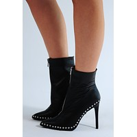 Baddie On The Block Heels: Black