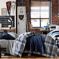 Decorating Ideas for Your Dorm Room | Shared Colors