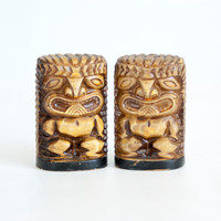 Vintage Tiki Salt and Pepper Shakers, Hawaiian Style Salt Pepper Shakers, MCM Hawaiiana Kitchen Decor, Made in Japan