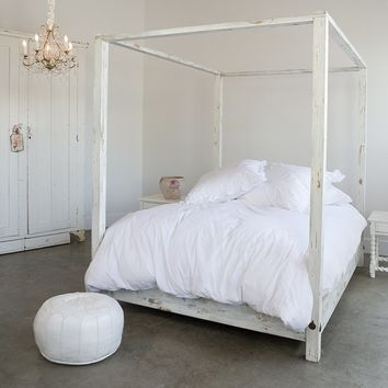Rachel Ashwell Shabby Chic Couture Canopy Bed
