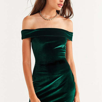 UO Off-The-Shoulder Velvet Bodycon Dress | Urban Outfitters