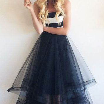 A-Line Tulle Strapless Prom Dresses