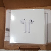 NEW! Apple AirPods White MMEF2ZM/A Sealed (Earphones / Headphones)
