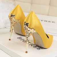 Metal Carved Thin Heel High Heels Pumps Women Shoes 2018 Sexy Pointed Toe Ladies Shoes Fashion Candy Colors Wedding Shoes Woman