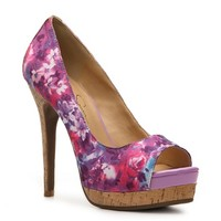Get a fun look with a platform pump! The Edith fromJessica Simpsonwill compliment your favorite summer lookswith ease.