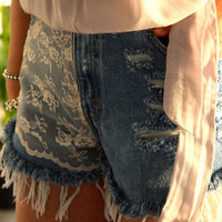 High waist Daisy Duke destroyed shorts with lace. Size Sm