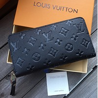 LV Louis Vuitton Newest Fashion Simple Zipper Wrist Bag black