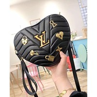 Hipgirls LV 2019 new female badge heart-shaped mini love chain bag shoulder bag Black