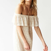 Kimchi Blue Lace Ruffle Off-The-Shoulder Mini Dress - Urban Outfitters