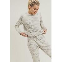 Curvy-Here To Relax Snow Camo Pullover