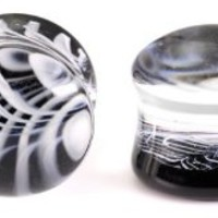 Pair Black and White Feather Pyrex Glass Plugs 2g 2 gauge 6mm