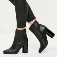 Missguided - Black Faux Leather Circle Block Heeled Boots