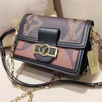 Louis Vuitton Fashion casual versatile printed shoulder slung chain bag