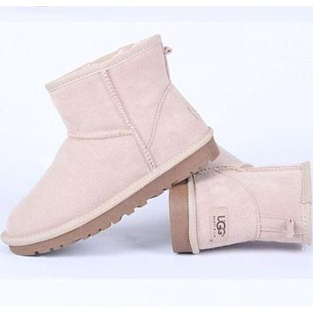 UGG trend women's winter plus velvet warm wild outdoor anti-skiing boots shoes