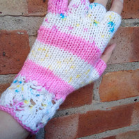 Half fingerless gloves with lace pattern hem - one size - women/teens/autumn/winter/gift/Christmas