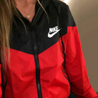 Nike Women Rrd/Black Hooded Windbreaker Jacket