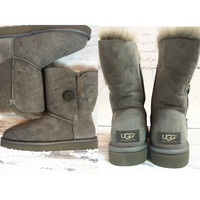 UGG BAILEY BUTTON SHORT GREY