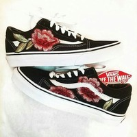Vans Black Red Embroidery Shoes Classics Old Skool Rose Embroidery Trending Fashion Black Sneaker Pink G