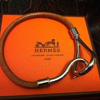 MINT. Vintage Hermes Jumbo leather and silver bracelet. Classic and casual jewelry fro Tagre™