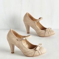 Live in the Presents Heel in Beige