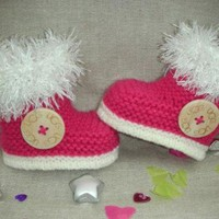 ONETOW Beautifully hand knitted baby girl *H UGG Y* booties/slippers in raspberry yarn with l