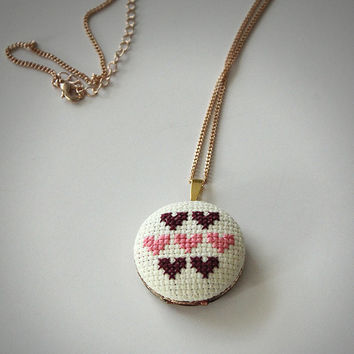 Cross Stitch Locket / Hearts / Queen of Hearts / Embroidery / Cross-Stitch