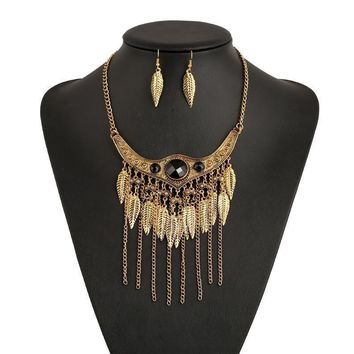 Natural Beauty Collar Necklace and Earrings Set