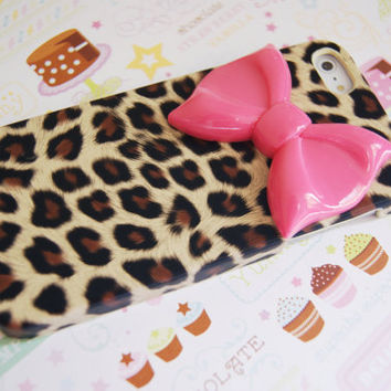 Iphone 5 Leopard Cheetah Print Iphone 5 Cell Phone Case with Large Dark Pink Bow