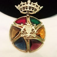 Accessocraft NYC French Coat of Arms Bretagne a Ma Vie Herald Crown Victorian Revival Badge Brooch Pin Pendant