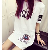 Moschino A T-shirt with a loose short sleeved dress