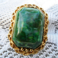 Vintage Ring in Green Marble Lucite and Gold Filigree