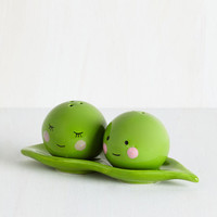 Best Seller Peas Pass the Salt Shaker Set Size NS by One Hundred 80 Degrees from ModCloth